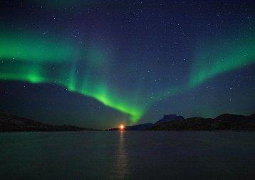 http://spaceweather.com/aurora/images2006/13oct06/Christiansen.jpg