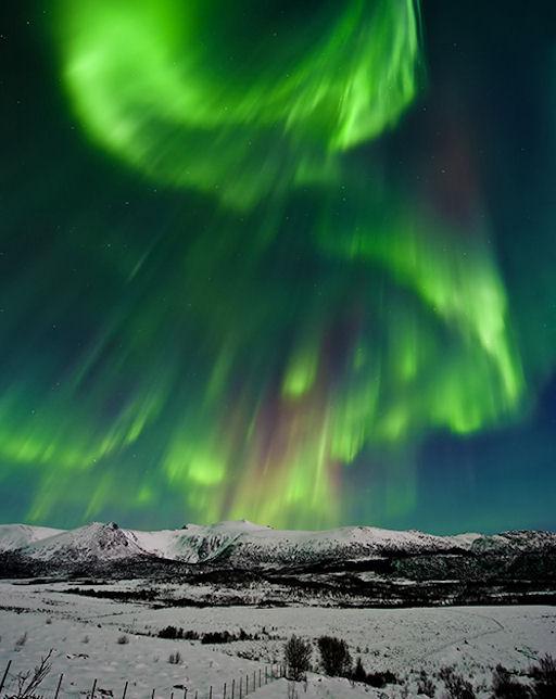 http://spaceweather.com/aurora/images2011/14feb11/Aystein-Lunde-Ingvaldsen1_strip.jpg