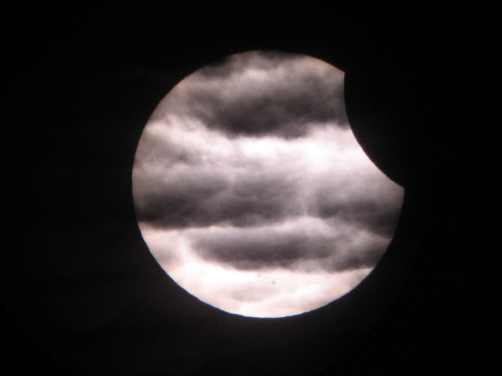 http://spaceweather.com/eclipses/15jan10b/GAibor-Balogh1.jpg
