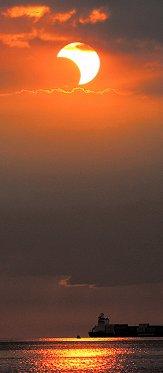 https://spaceweather.com/eclipses/26jan09b/Jett-Aguilar2_med.jpg