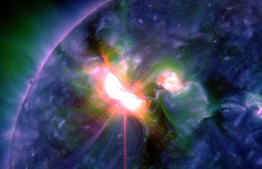 Violente éruption de classe X-5 sur le Soleil