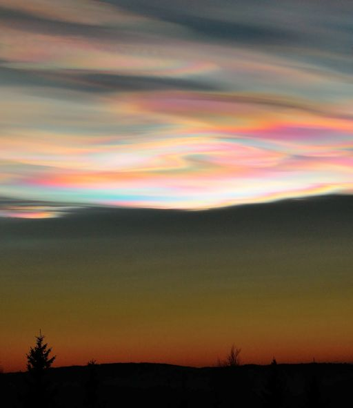 Polar stratospheric clouds in  Skedsmokorset, Norway. Photo Ivar Marthinusen.