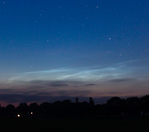 Nubes noctilucentes 2014: ¿Polvo de meteoritos? Nlc_strip